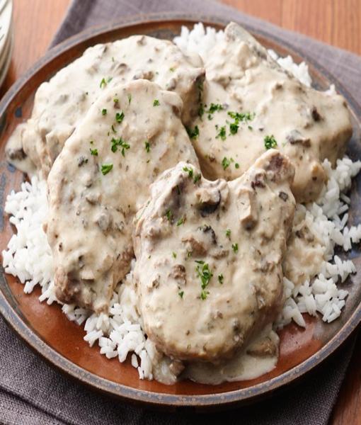 Курица в сливочно-грибном соусе с рисом