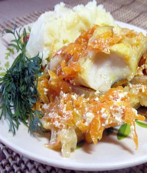 Филе минтая запеченое с овощами и катрофельным пюре
